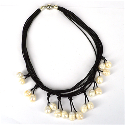 Leather & 18 Fresh Water Pearl necklace Magnetic clasp Black 45cm